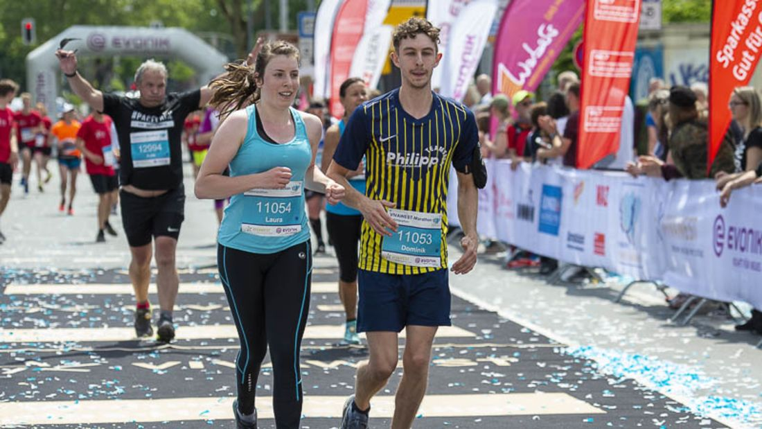 Zieleinlauf beim VIVAWEST-Marathon 2019.