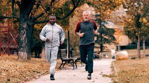 Zwei Männer beim Lauftraining