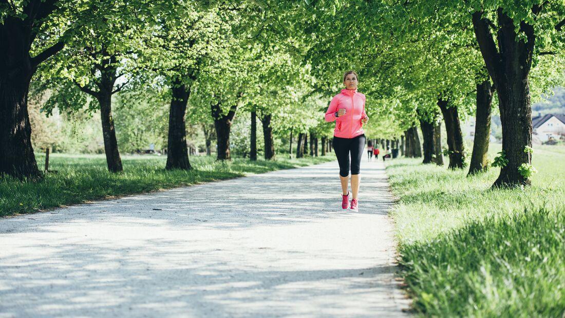 Joggen oder Laufen gehen, um Gewicht zu verlieren