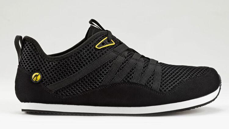 schwarze adidas schuhe mit schwarzer sole
