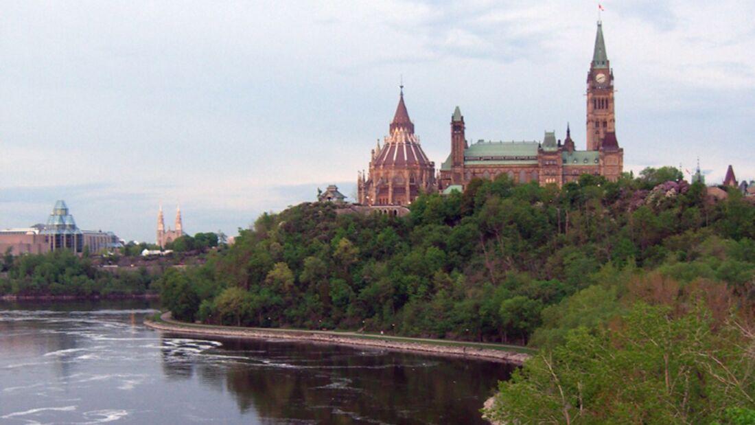 landmark--Ottawa--Parliament Hill